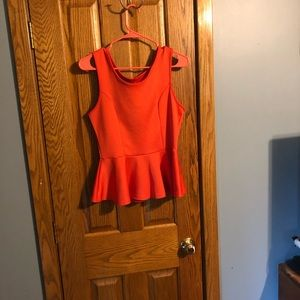 Tops - Adorable heart cut out tank